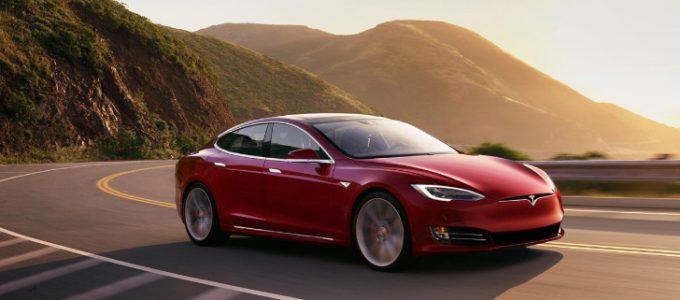 Win een weekendje rijden in een Tesla